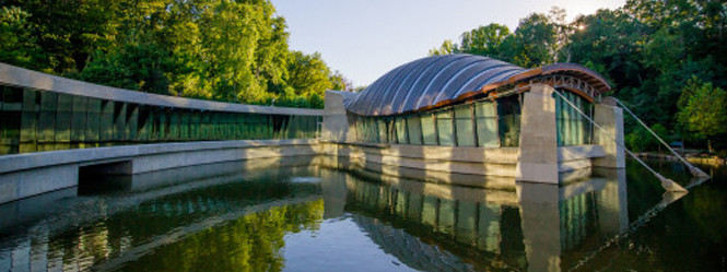 Crystal-Bridges-Museum_exterior-e1412873860357